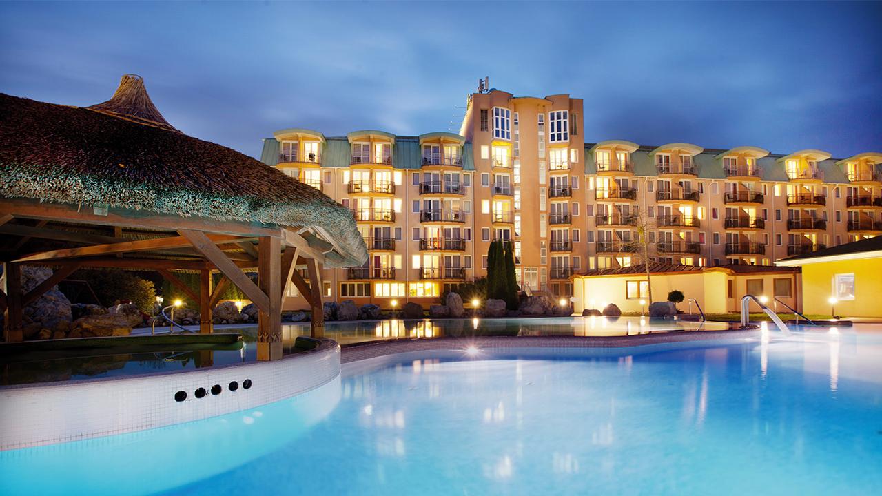 Hotel Európa Fit**** - Acapulco medence