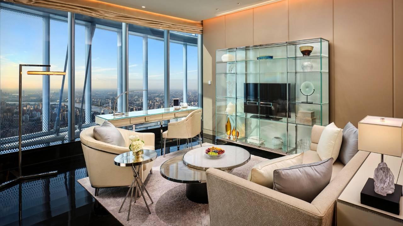 Megnyílt a világ legmagasabb szállodája, a J Hotel