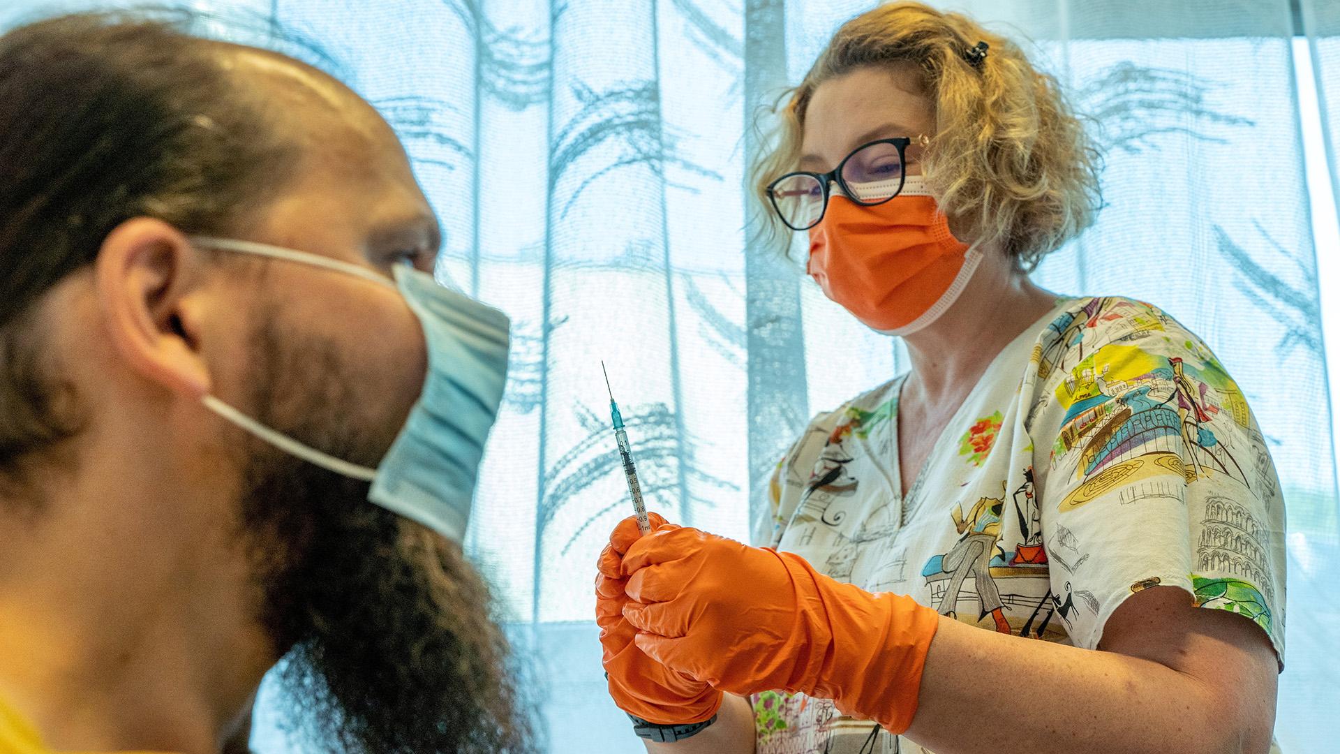 Koronavírus elleni oltás