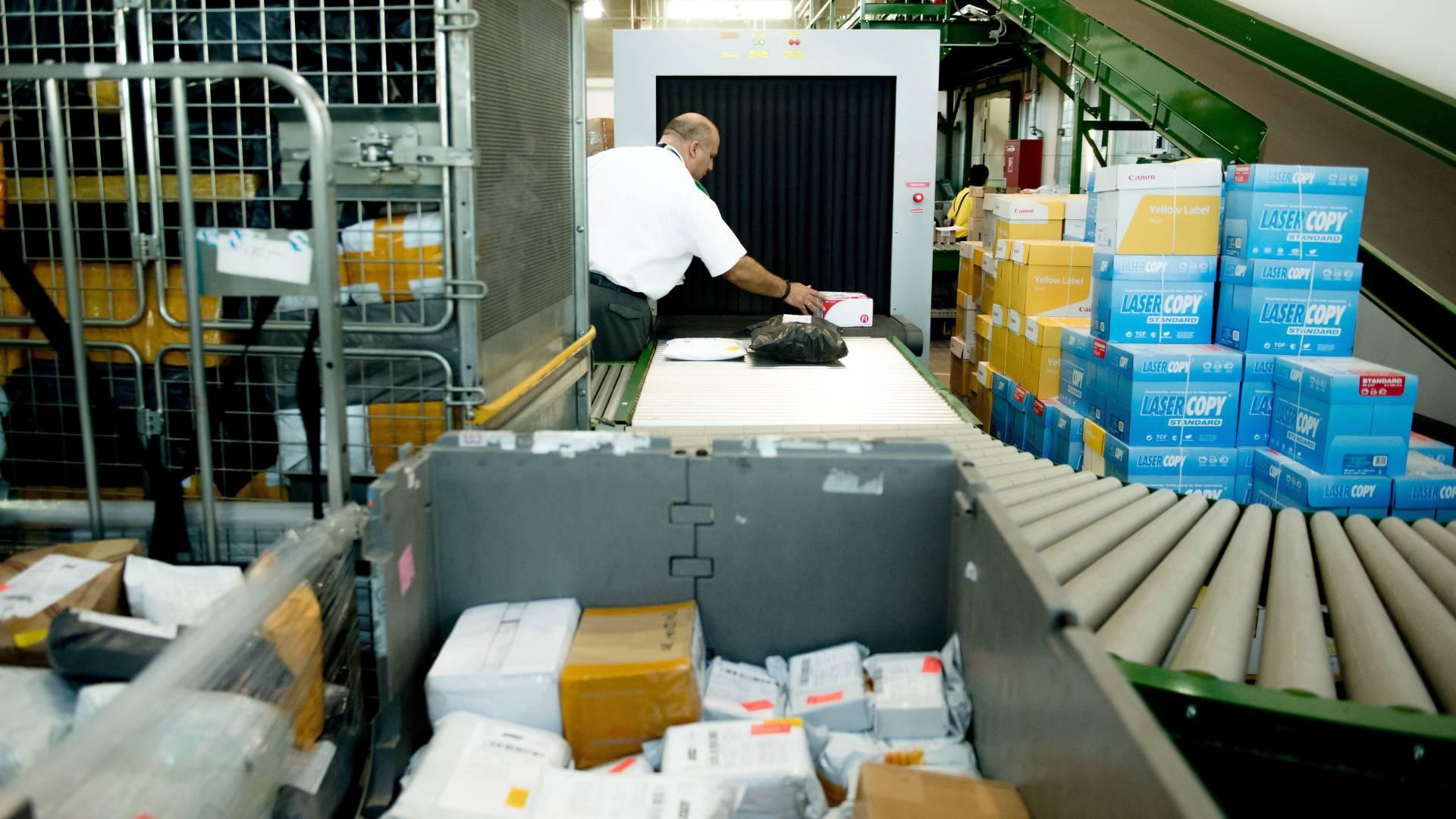 Külföldi csomagok a postán