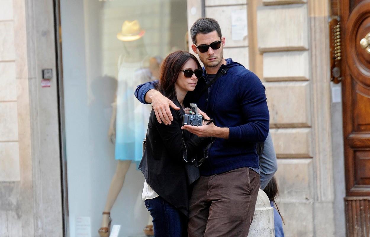 Jennifer Love Hewitt és férje. Brian Hallisay