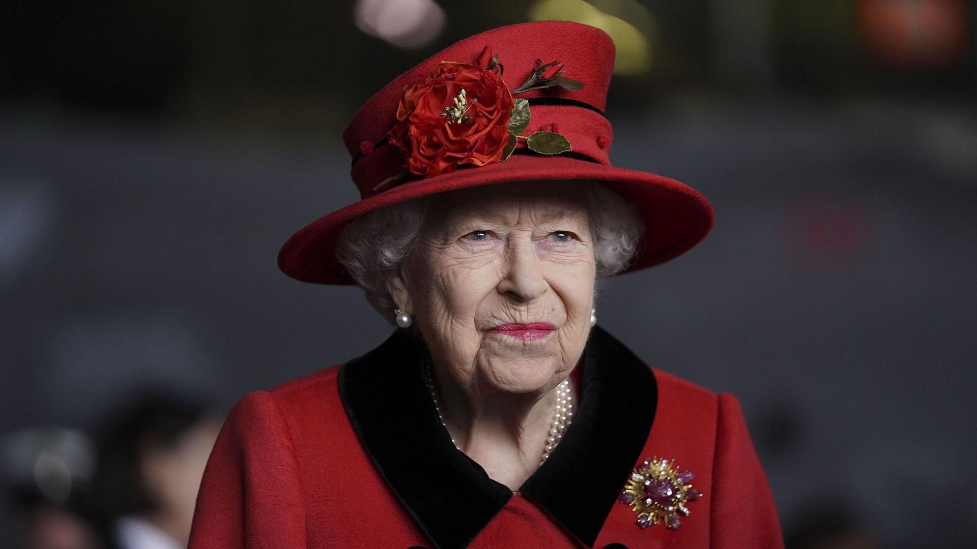Leszedték Erzsébet királynő fotóját egy brit kollégium faláról