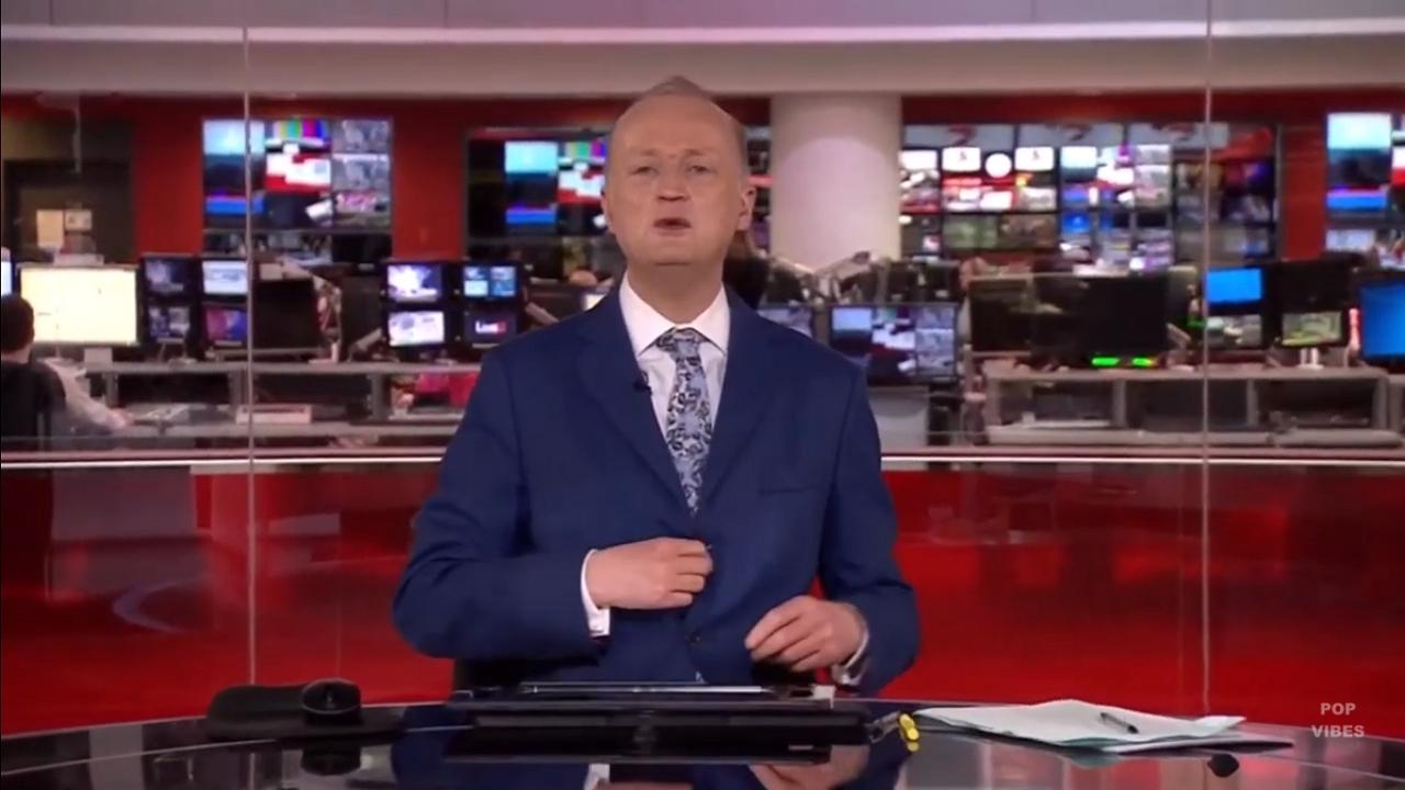 Rendhagyó öltözetben vezetett műsort a BBC műsorvezetője