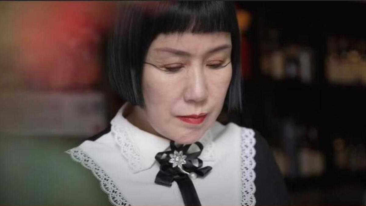 A nő 6 éve figyelt fel a szokatlan szempilla-növekedésre (Fotó: Youtube)