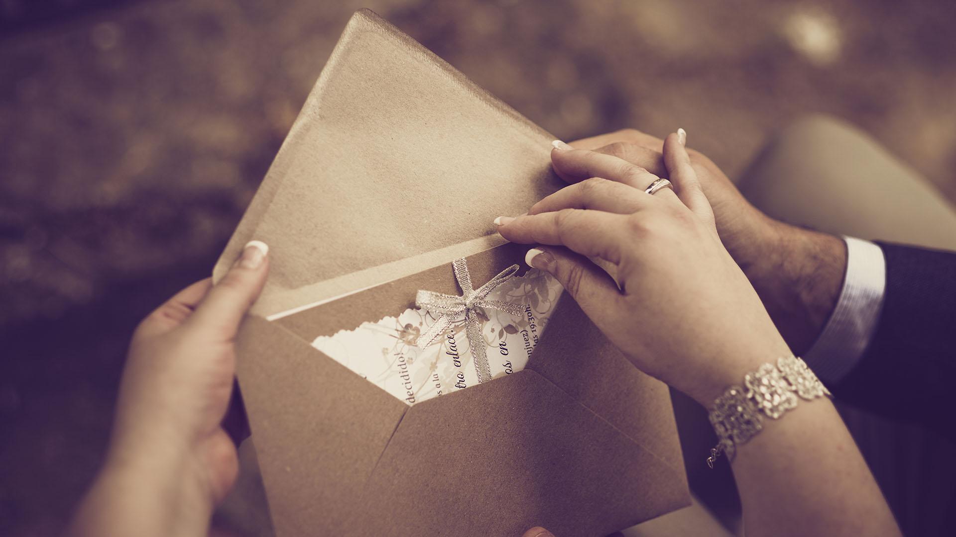 A postás jófejségén múlt, hog ynem maradt el az esküvő