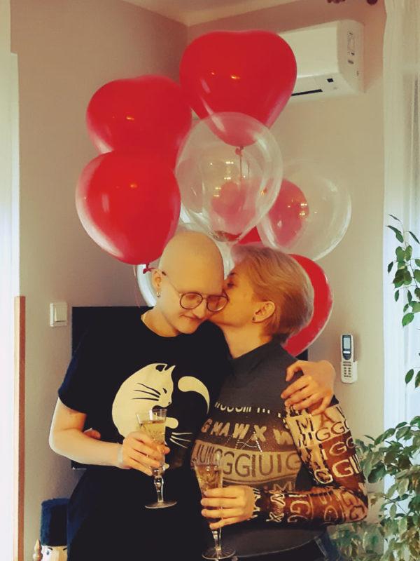 Gyerekeknek ad bátorítást a 17 éves ráktúlélő Viki