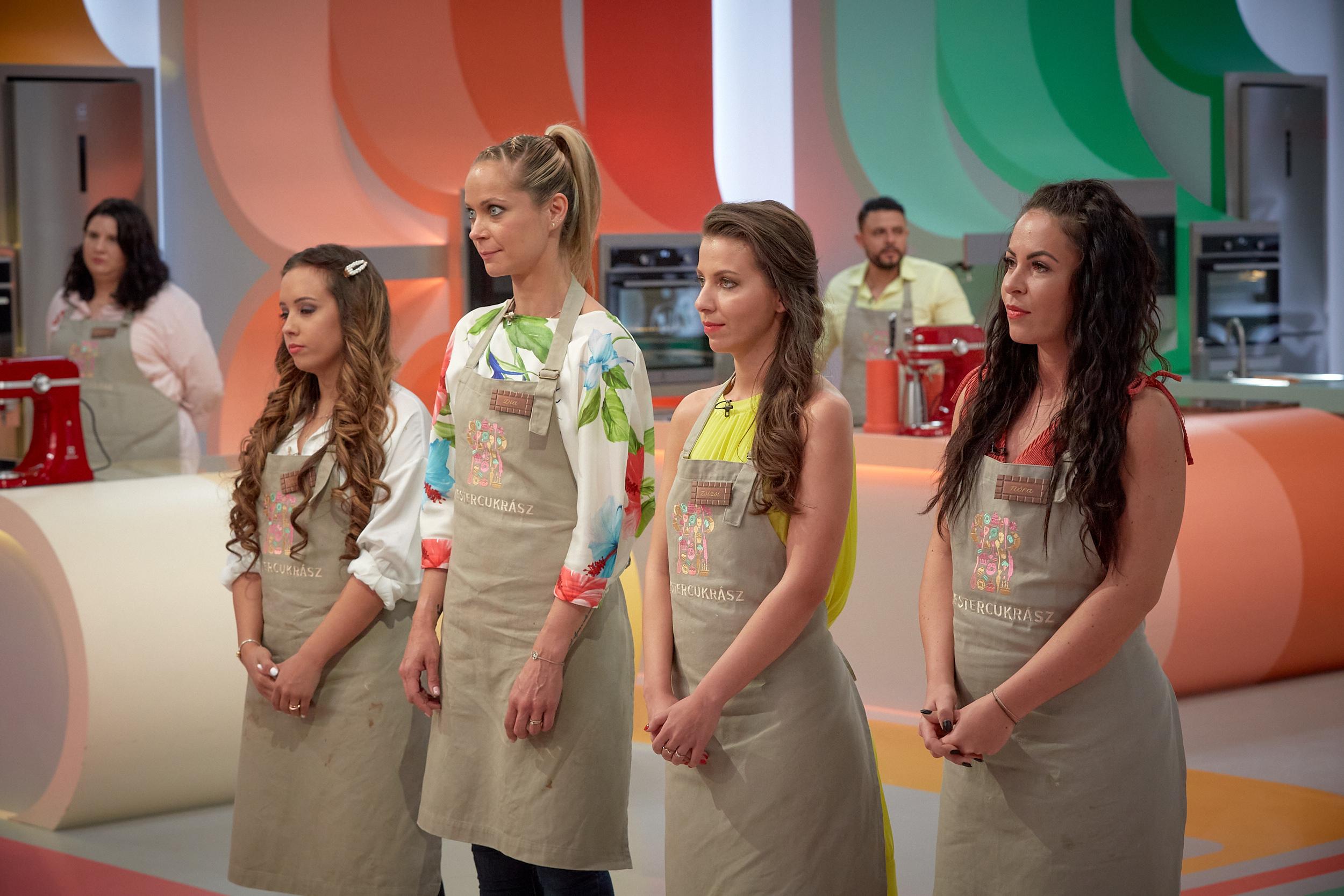 Felsorakoznak a női versenyzők (fotó: RTL Sajtóklub)