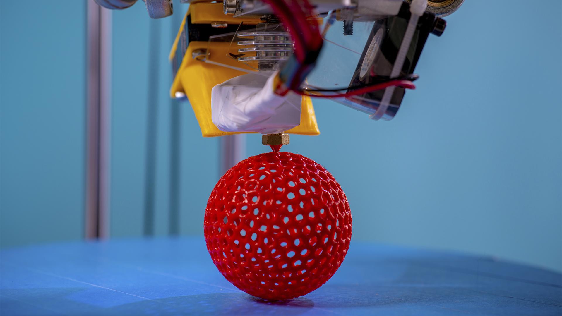 Felavatták a világ első 3D-nyomtatott fémhídját