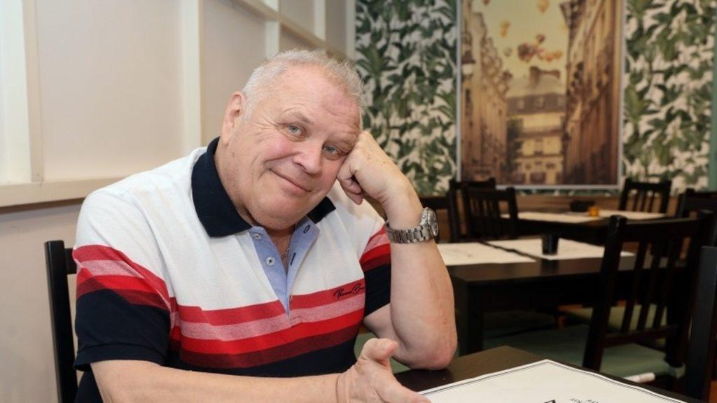 Átesett a koronavírus fertőzésen, otthonról dolgozik a 75 éves Dévényi Tibor
