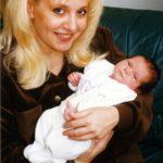 Zoltán Erika 1997 januárjában ment feleségül Kátai Róberthet. 1998. december 20.-án megszületett kislányuk, Kátai Zoé Roberta