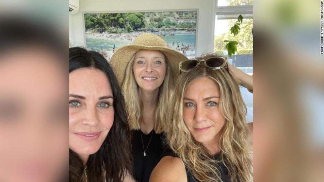 Jennifer Aniston és Lisa Kudrow a barátnőjüknél, Courteney Cox-nál töltötték a hétvégét