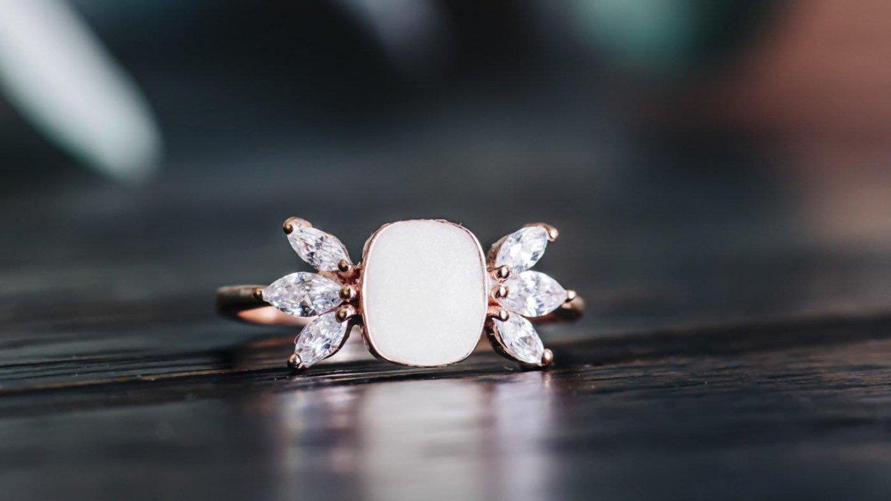 Anyatejből készült gyűrű