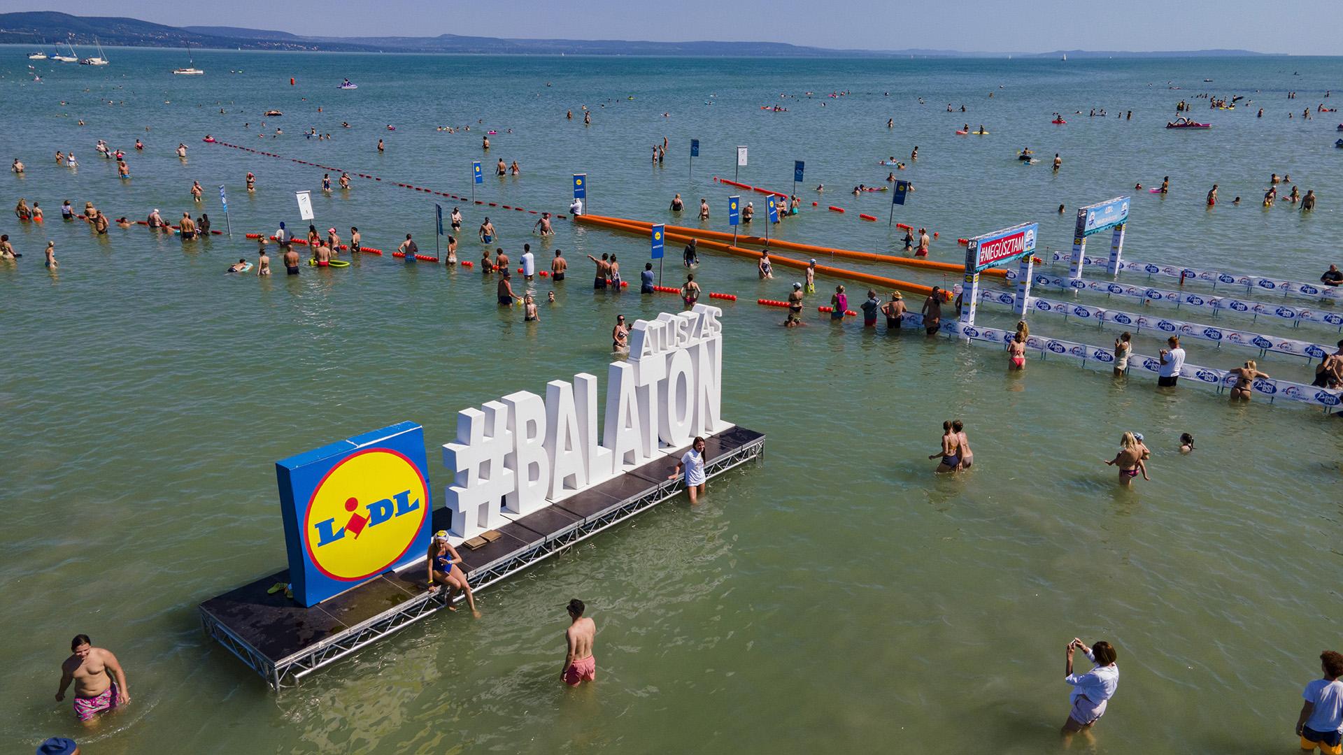 Balaton-átúszás