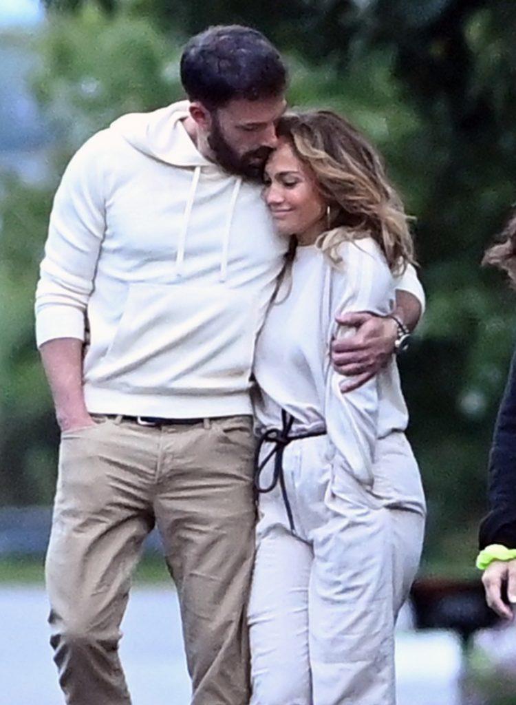 Jennifer Lopez és Ben Affleck együtt andalogtak Hamptonban a hétvégén