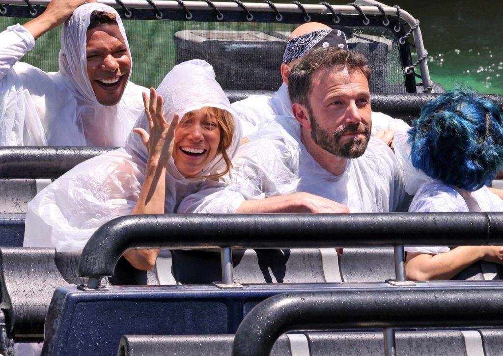 Jennifer Lopez és Ben Affleck elvitték a gyerekeket a vidámparkba. Emme, Max és Ben Affleck.fia, Samuel jól érezték magukat