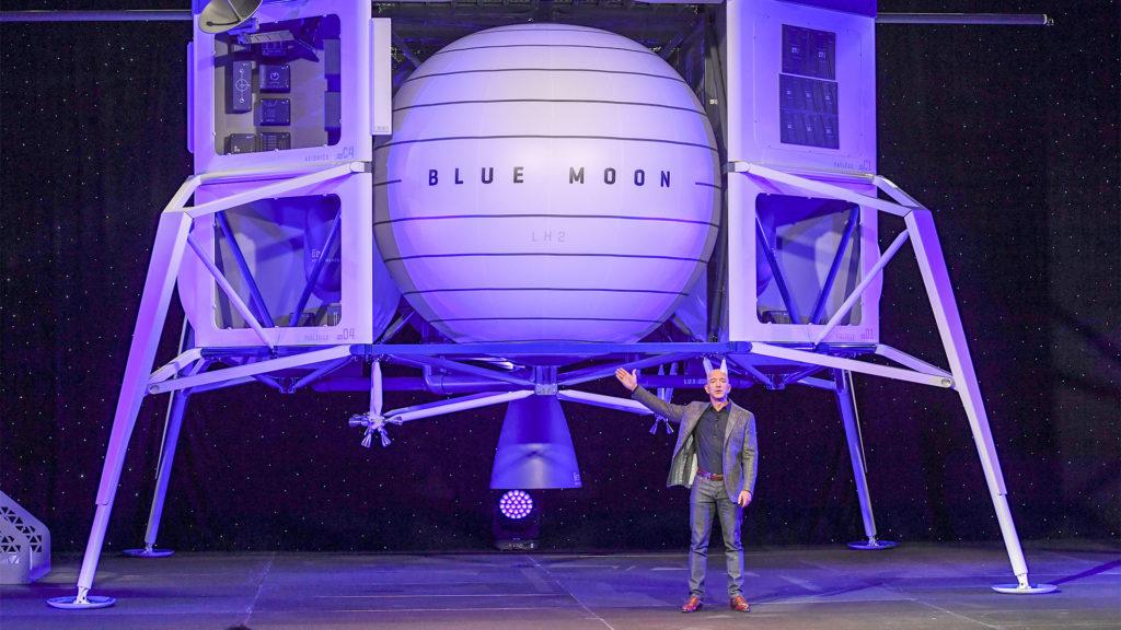Jeff Bezos egy 82 éves nővel repül majd az űrbe