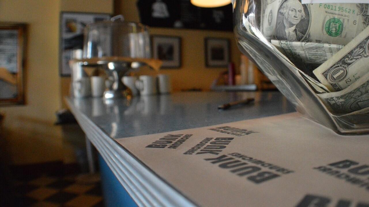 Félmillió forintnyi borravalót adott az étteremben egy másik étterem tulajdonosa