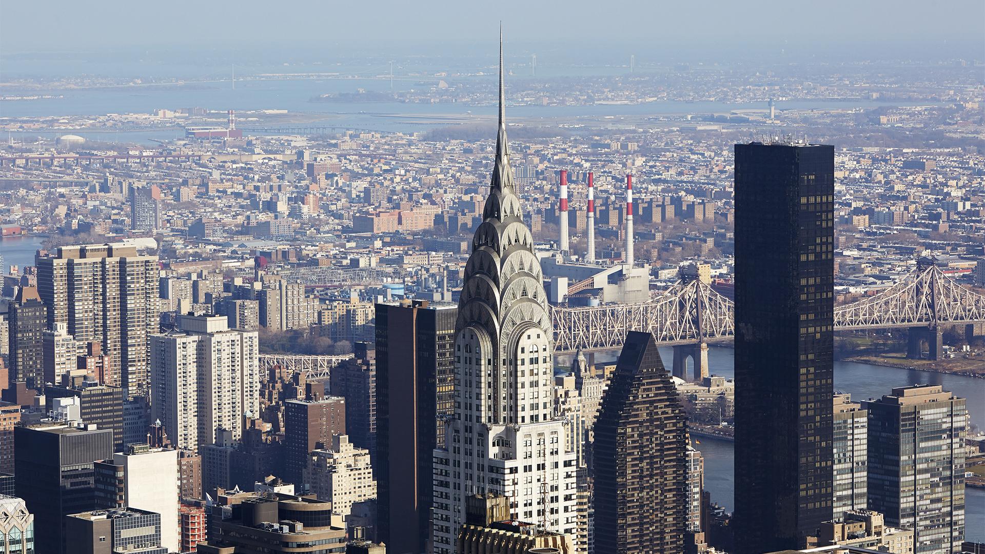 A 319 méter magas Chrysler Building tetején készített szelfit egy férfi