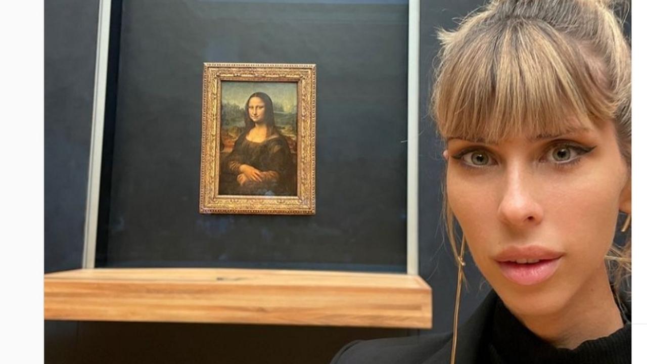 Cinthya Dictator olyat tett, hogy kishíján kitették a Louvre-ból