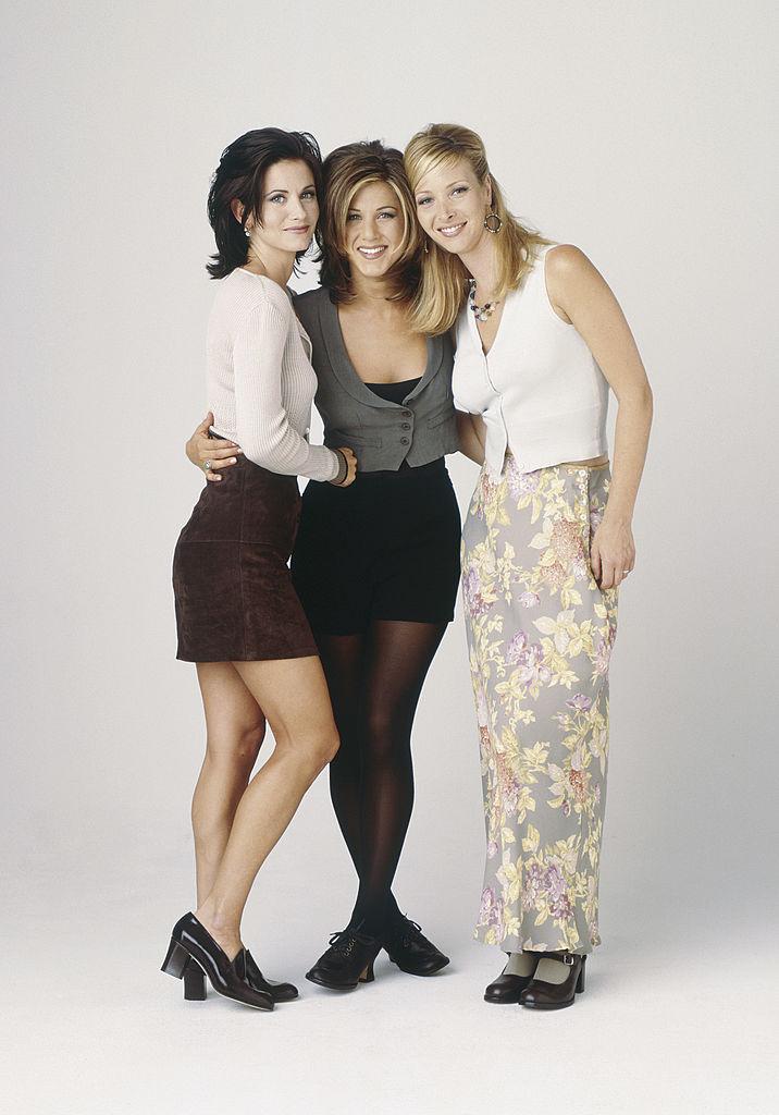 1995: Courteney Cox, Lisa Kudrow és Jennifer Aniston a Jóbarátok fotózásán