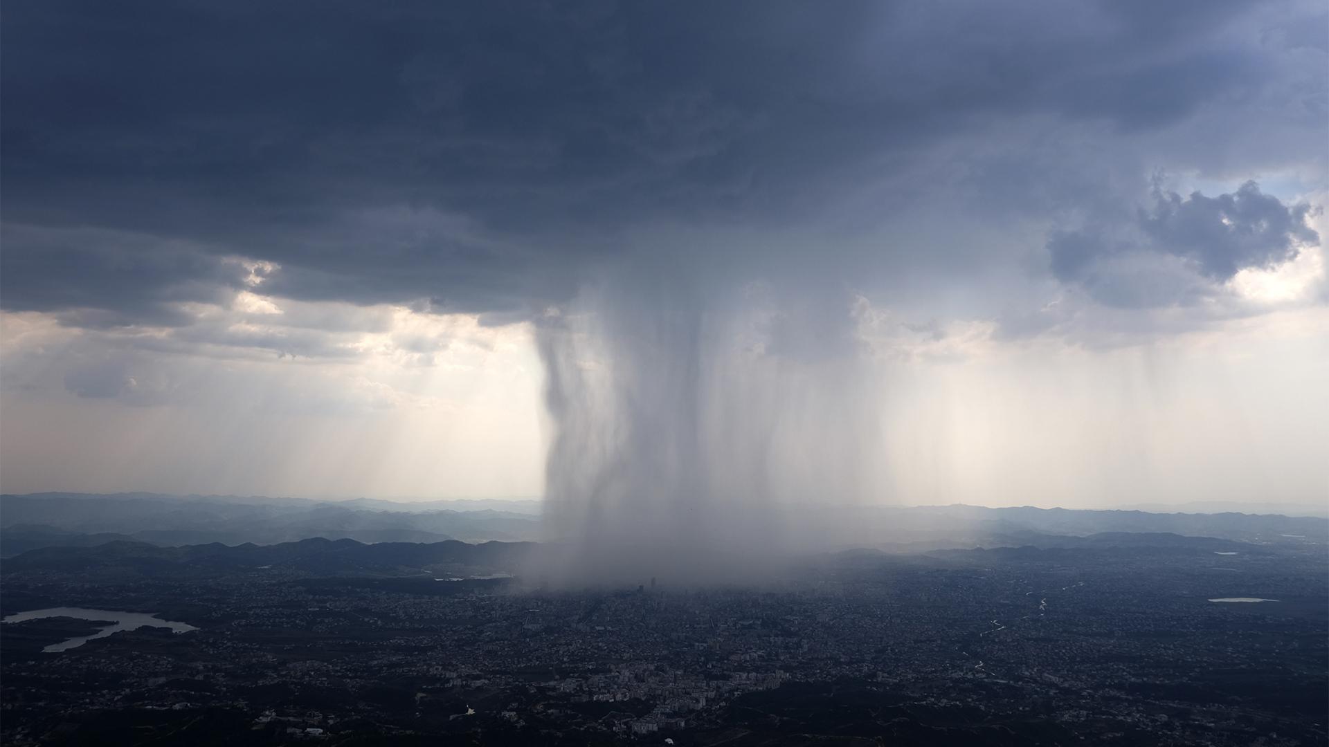 Komoly viharok vetnek véget a hőségnek
