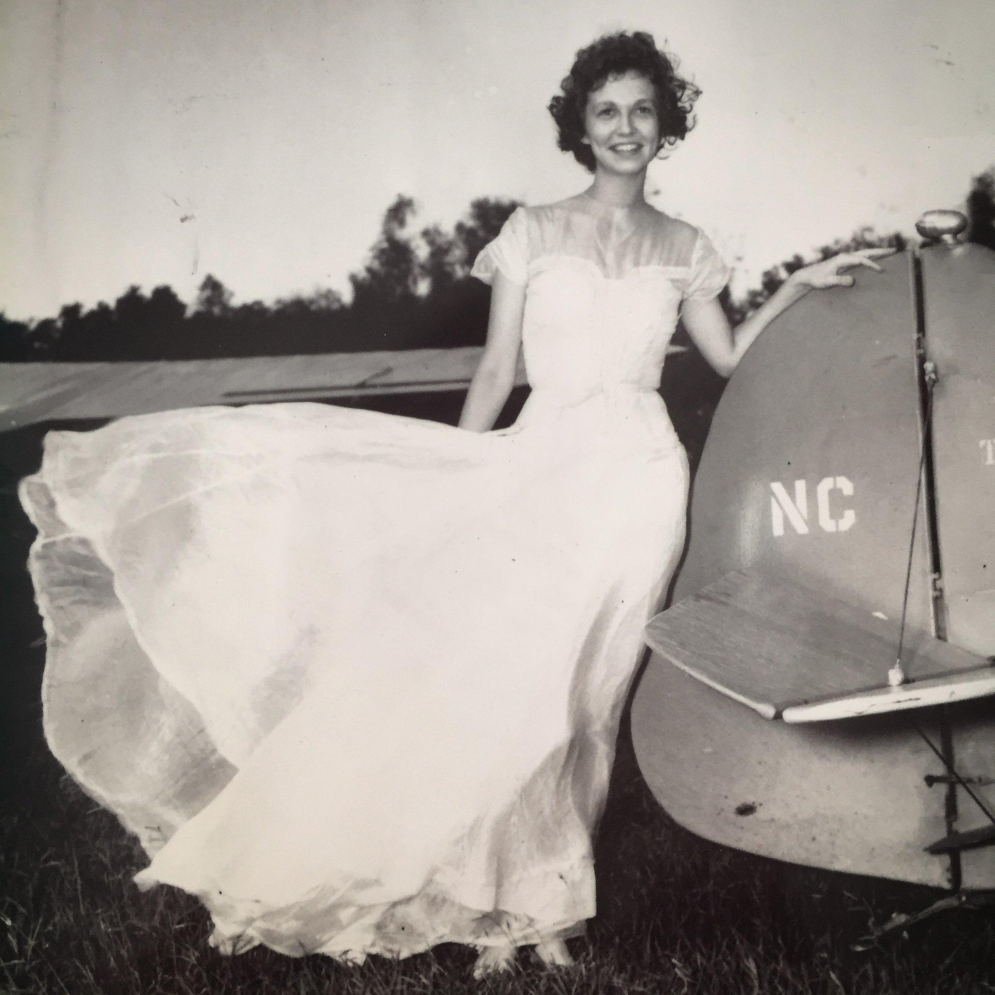 Ilyen a menyasszonyi ruha ejtőernyőből