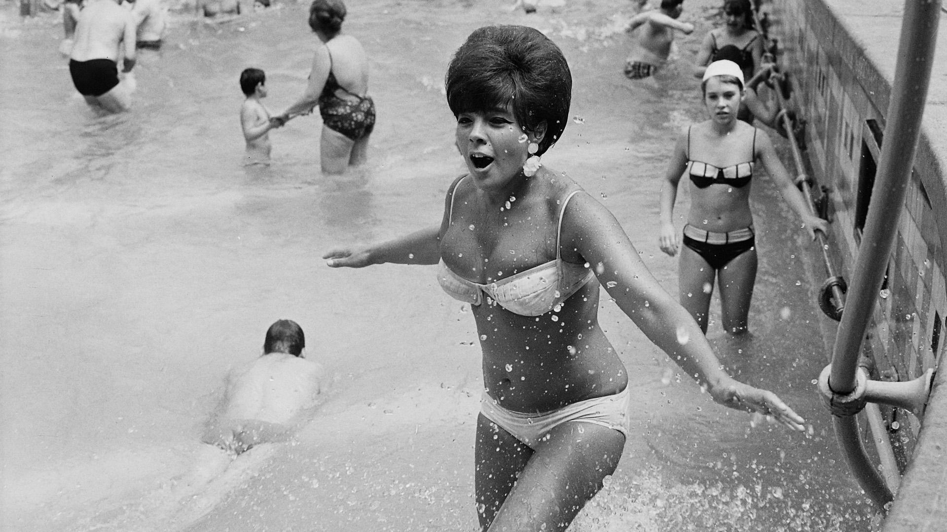 75 éves lett a legnépszerűbb fürdőruha, ami néhol újra tiltólistára került