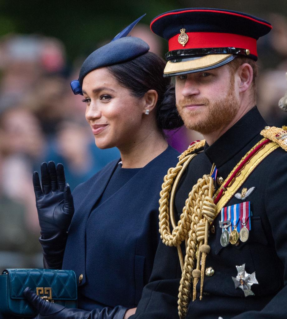Harry és Meghan, még mindig élvezik a Sussex hercegének járó kiváltságokat, de a kötelességüknek már nem tesznek eleget