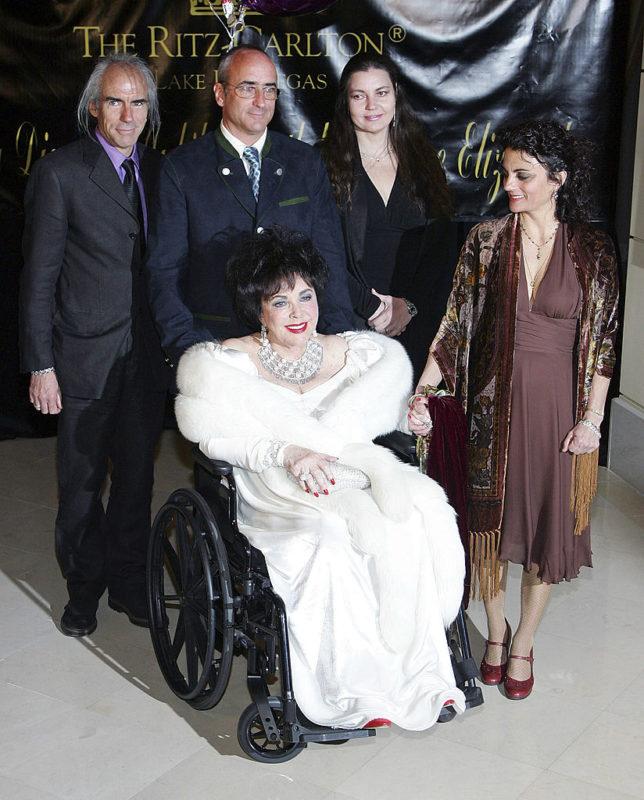 Elizabeth Taylor és négy gyermeke, Michael Wilding Jr., Christopher Wilding, Maria Burton és Liza Todd Burton