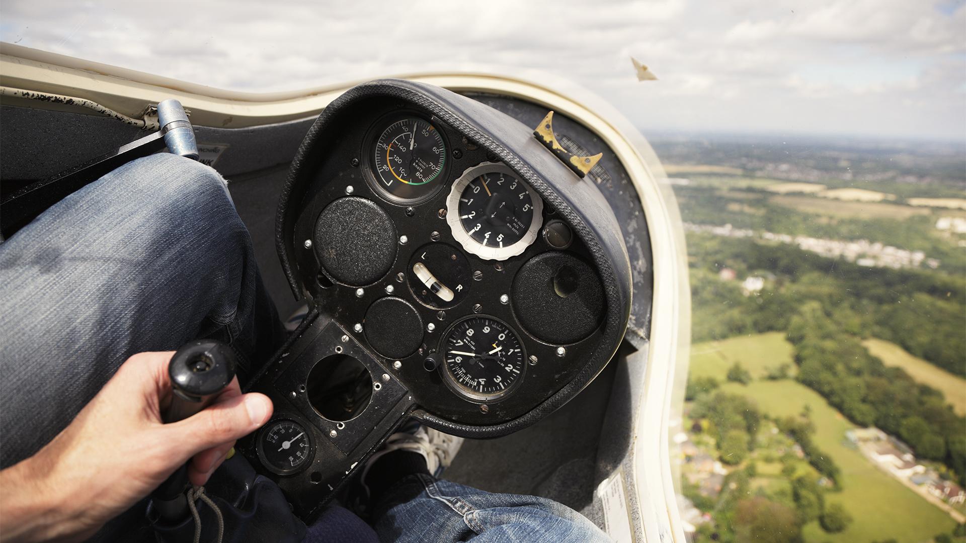 Lezuhant egy vitorlázó repülőgép Apostagnál