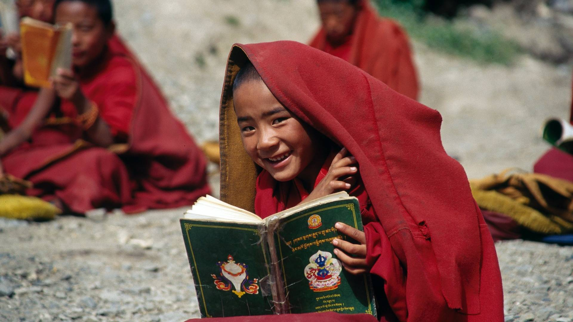 kisgyerek buddhista szerzetes