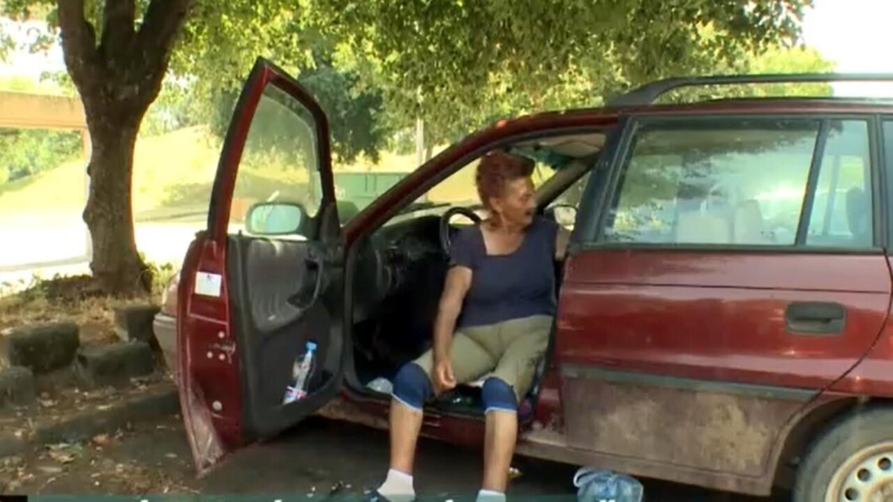 Egy autóban él a 70 éves Ilonka néni