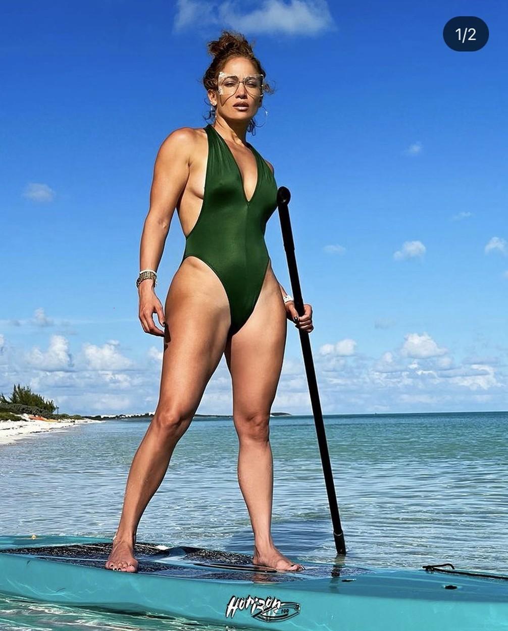 Jennifer Lopez a tengerparti képeken vagy sminkelve látható vagy napszemüveggel takarja magát