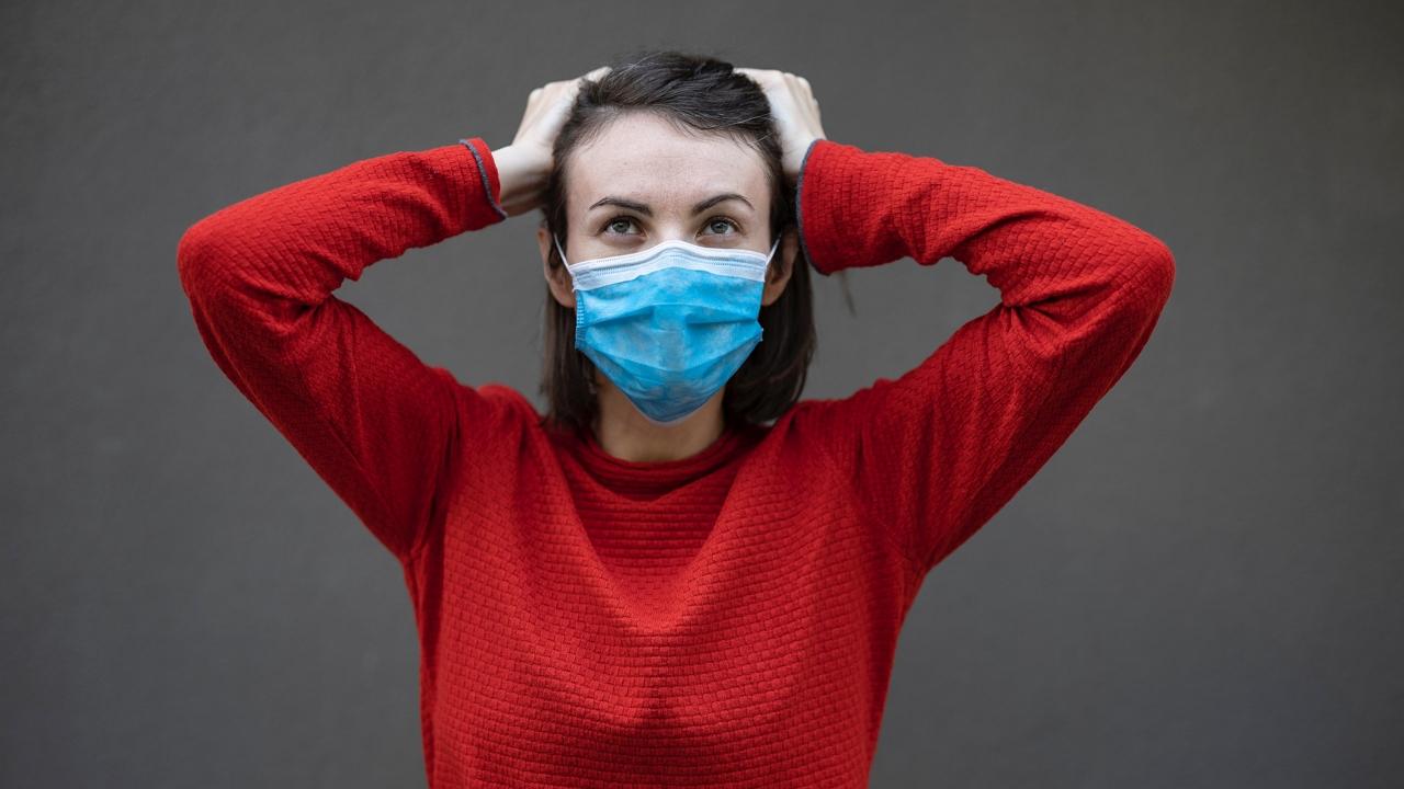 Kemenesi Gábor szerint jó eséllyel újra maszkot kell hordanunk és távolságot tartanunk