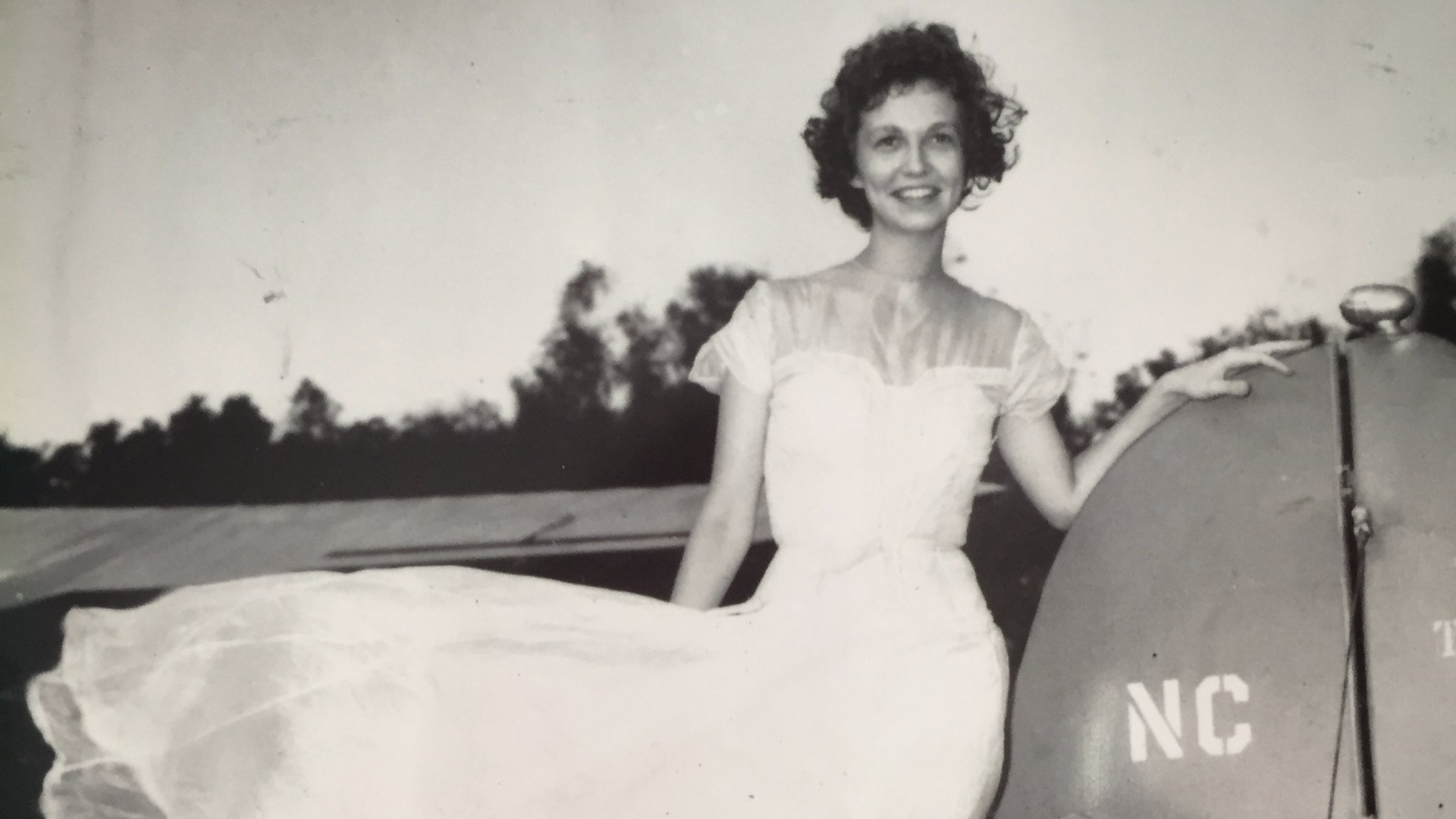 A menyasszonyi ruha ejtőernyőből