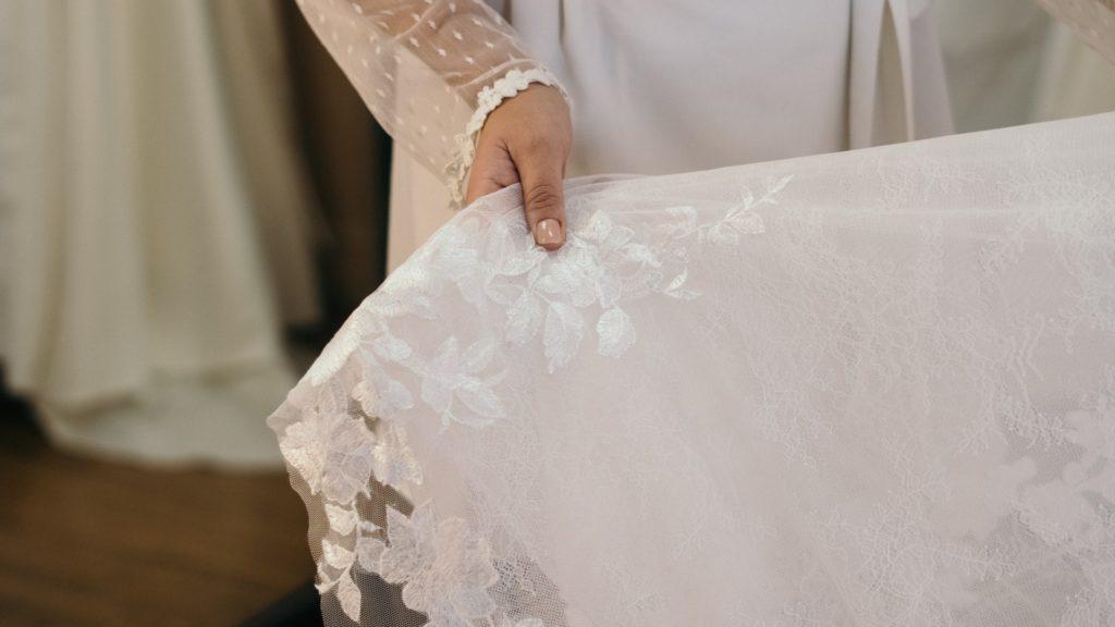 keresés komoly nő esküvői)