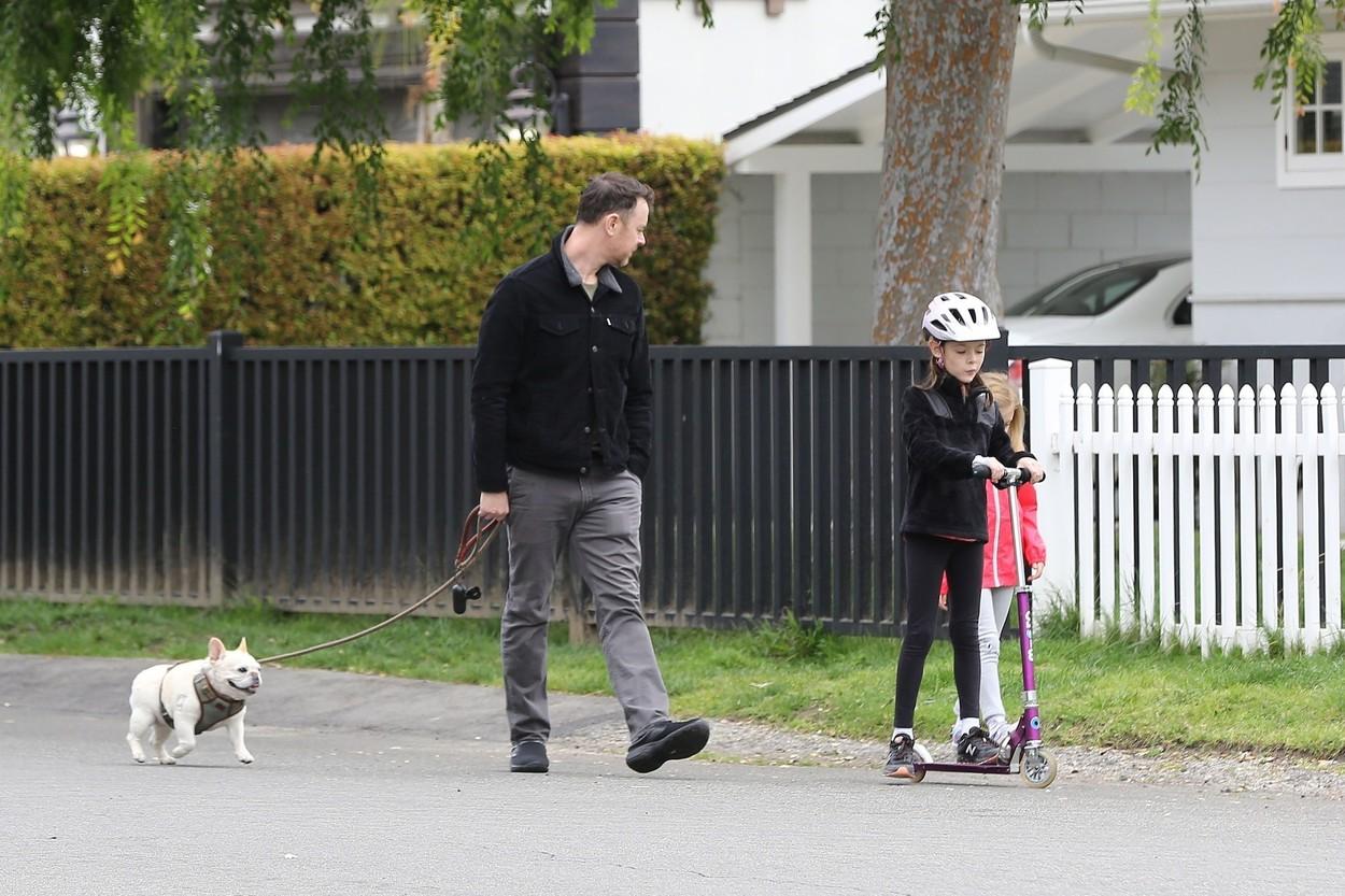 Colin Hanks lányaival