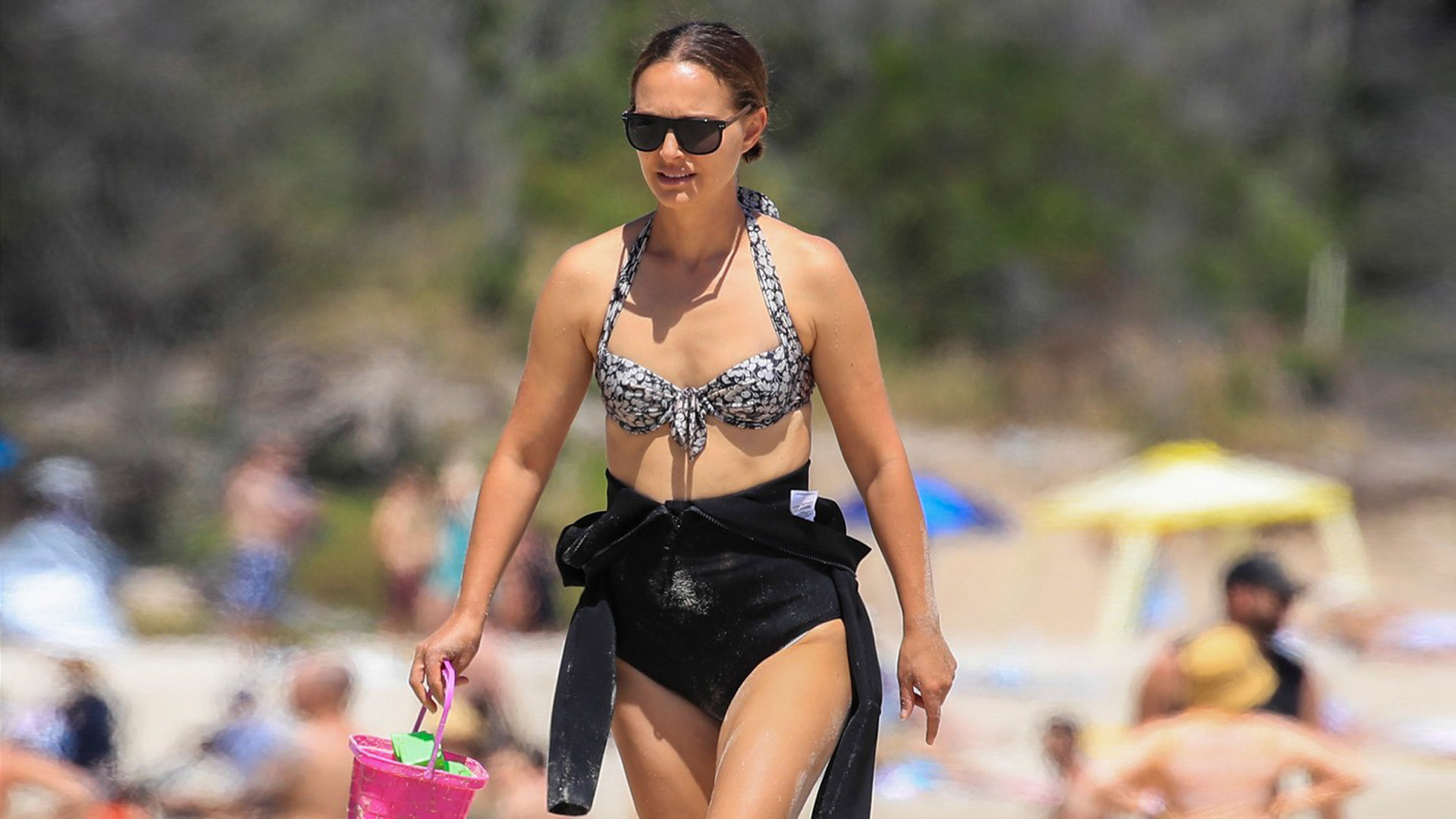 Így festenek a hírességek bikiniben a tengerparton