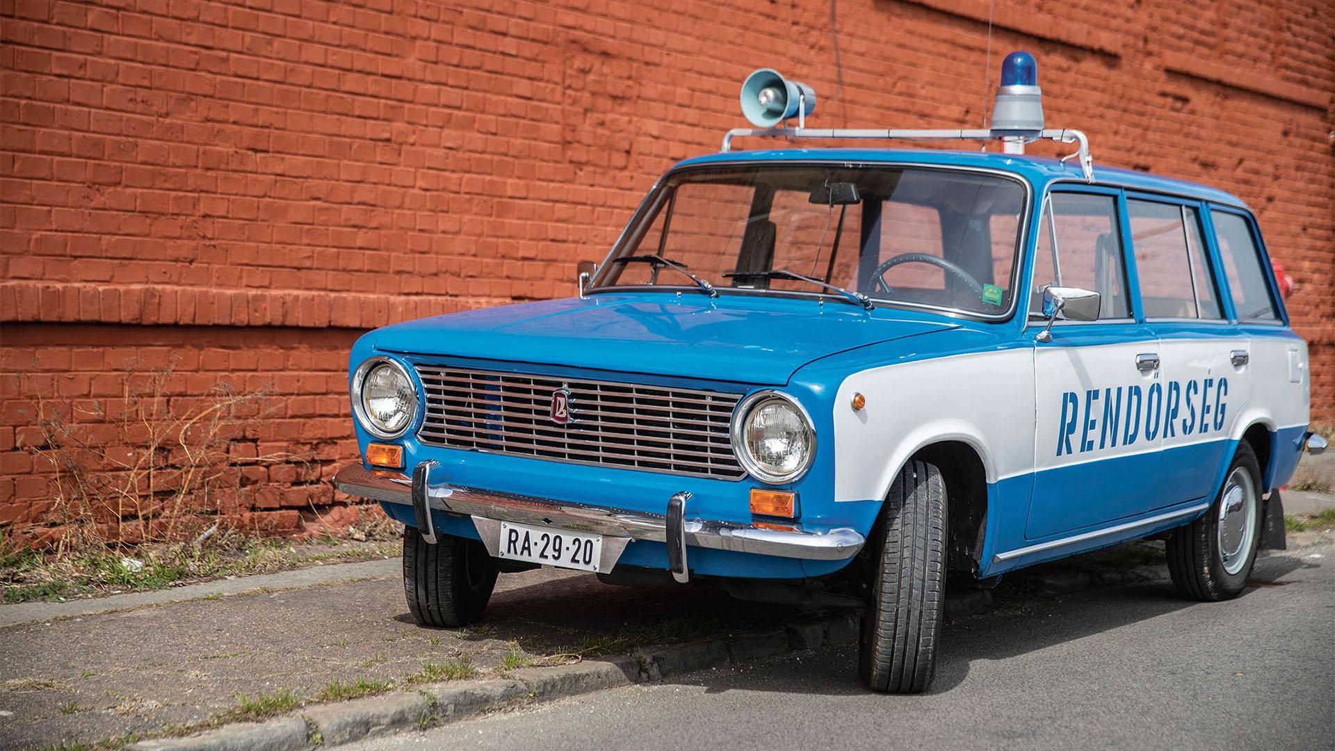 Veterán kéklámpás autók kiállítása nyílik szombaton