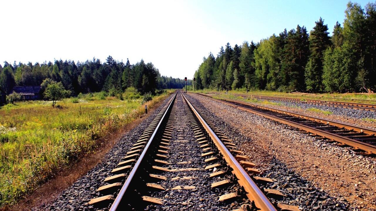 Rossz vágányról indult el a vonat Bukarestben, lekésték az utasok