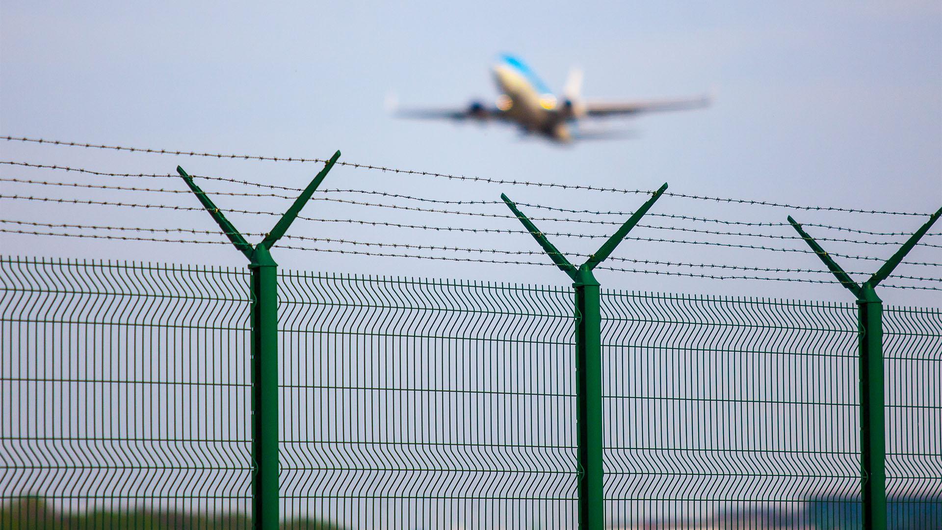 Agresszív férfi hatolt be a budapesti repülőtérre