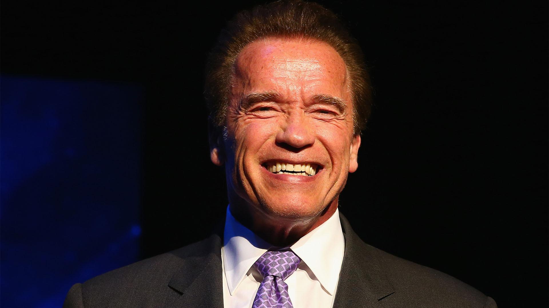 """Schwarzenegger: """"gyökér vagy, ha nem hordasz maszkot"""""""