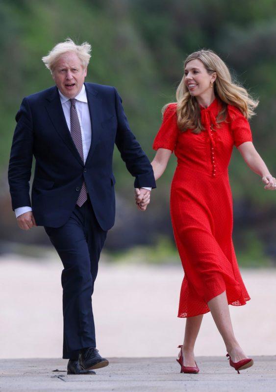 Boris Johnson brit miniszterelnök és neje, Carrie Johnson