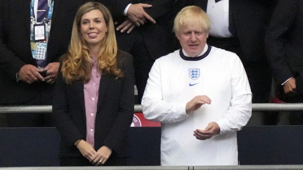 Boris Johnson ismét apa lesz, második gyereküket várja a brit miniszterelnök 23 évvel fiatalabb felesége