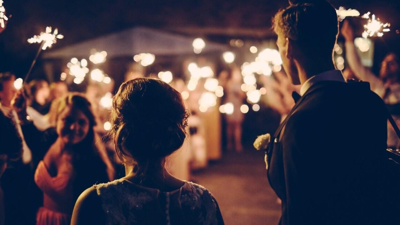 11 évvel az esküvője után megerősítette esküjét férjének a lánybúcsúján lebénult feleség
