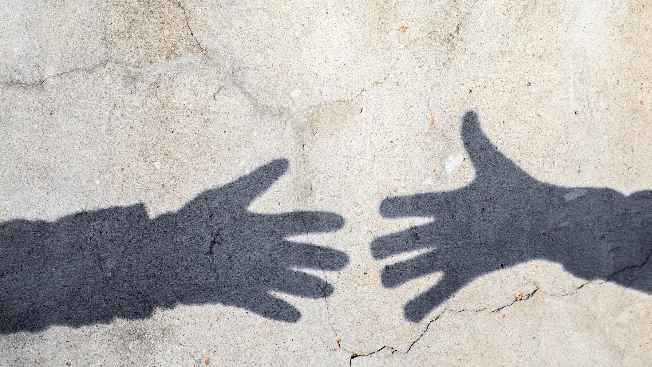 Árnyékok, kézfogás