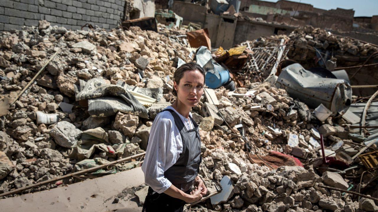 Angelina Jolie, Afganisztán, Instagram