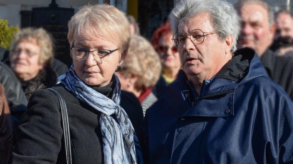 Maros Gábor és felesége, Marika Koós János temetésén