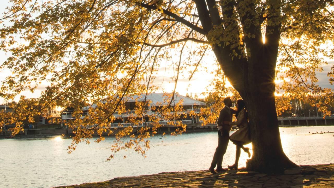 őszi szerelem tóparton