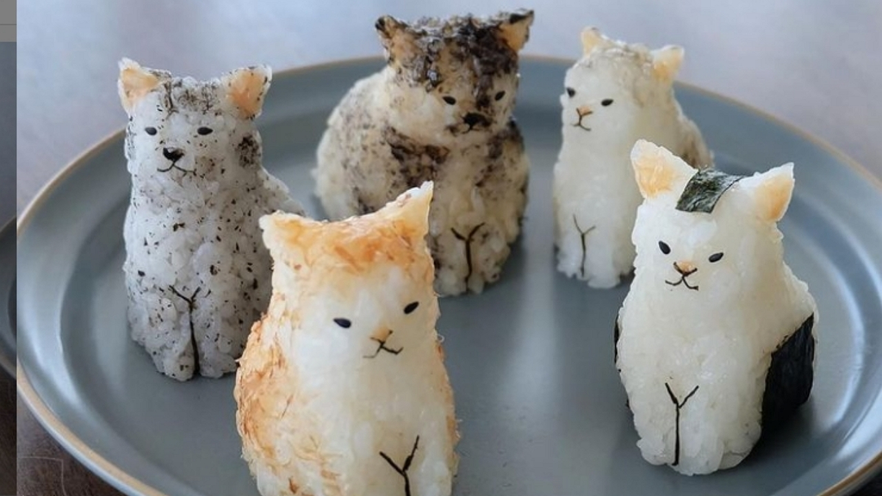 Ennivaló rizsfigurákat készít a japán ételművész